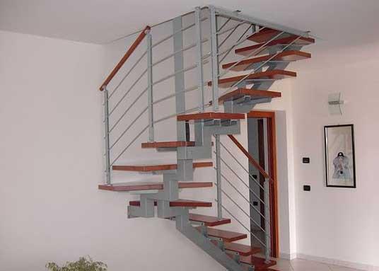 realizzazione-scale-in-legno-in-acciaio